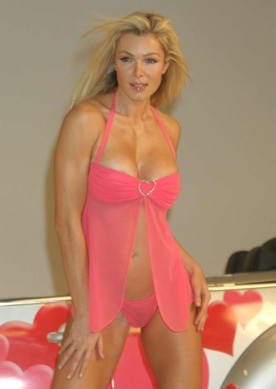 Nell McAndrew | Viewing picture nell_mcandrew_12.jpg