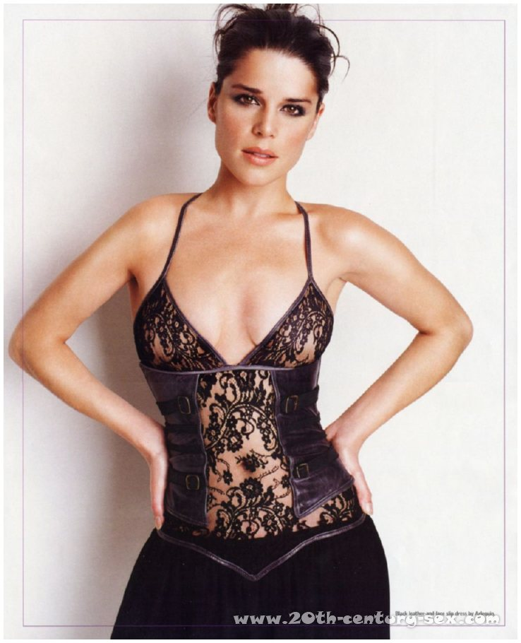 Neve Campbell | Viewing picture neve-campbell_25.jpg: www.leakedcelebs.com/neve-campbell/topless-having-a-glass-of-wine...