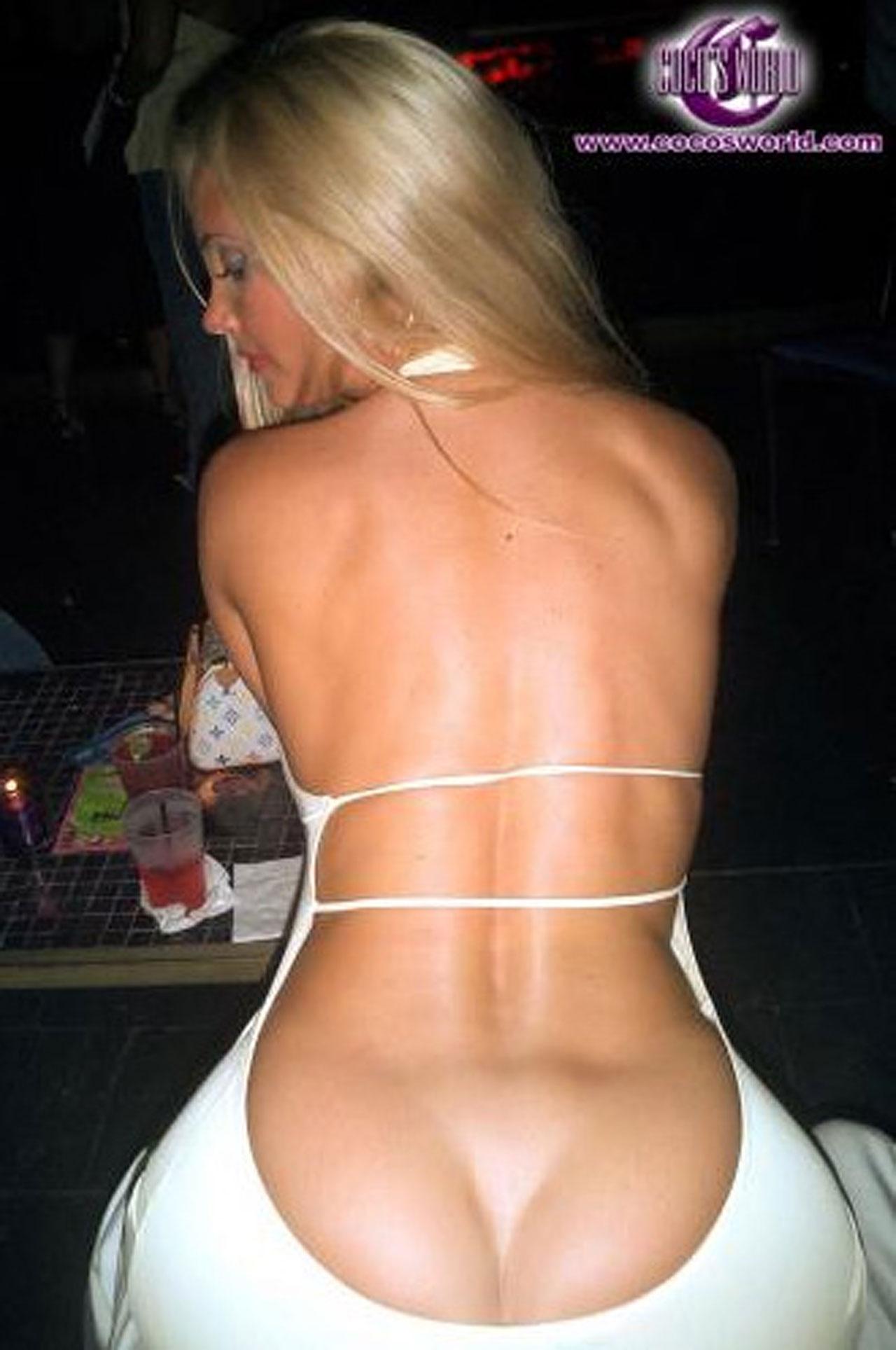 Телки в обтягивающих штанах стринги торчат фото 12 фотография