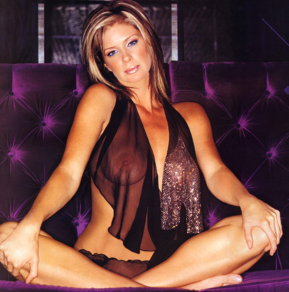 Rachel Hunter | Viewing picture Rachel_Hunter10.jpg: www.leakedcelebs.com/rachel-hunter/posing-nude-outside-with-her...