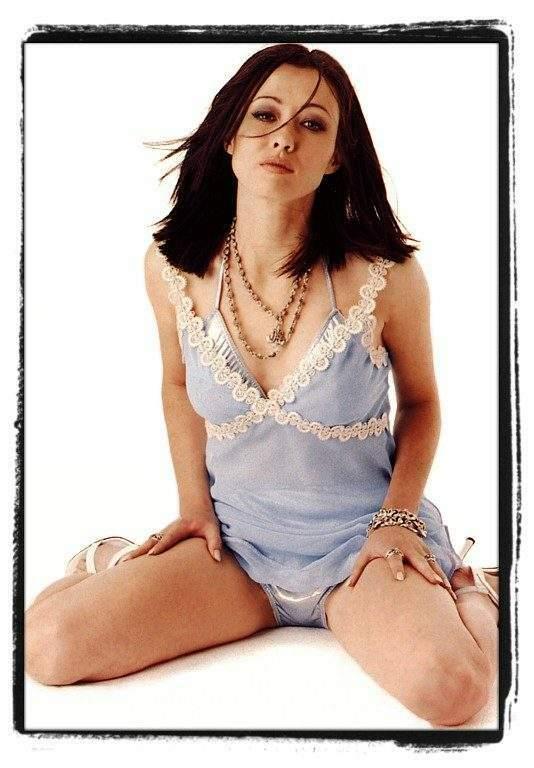 Bikini Sunday - Shannen Doherty -