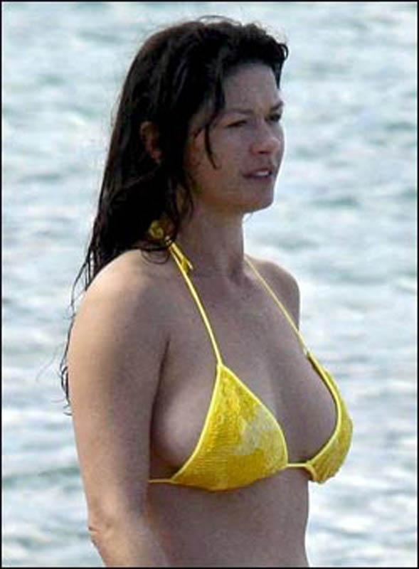 Catherine Zeta-Jones presume a los 47 aos de figura en bikini