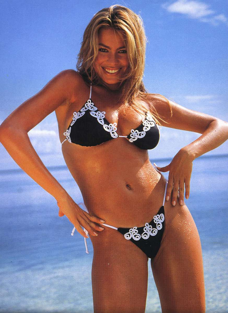 Фото латиноамериканок в бикини 25 фотография