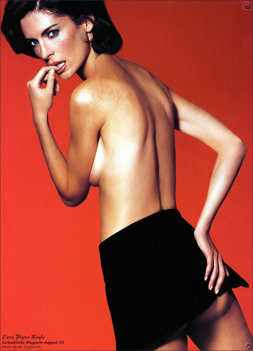 Lara Flynn Boyle is in bikini - YouTube