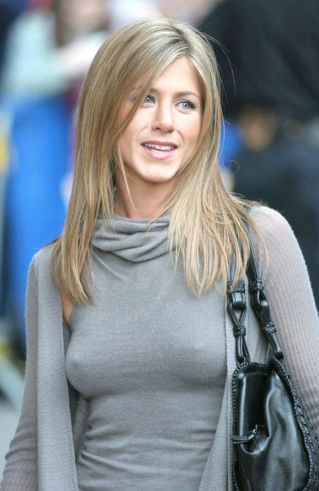 Jennifer Aniston   Viewing picture 7.jpg