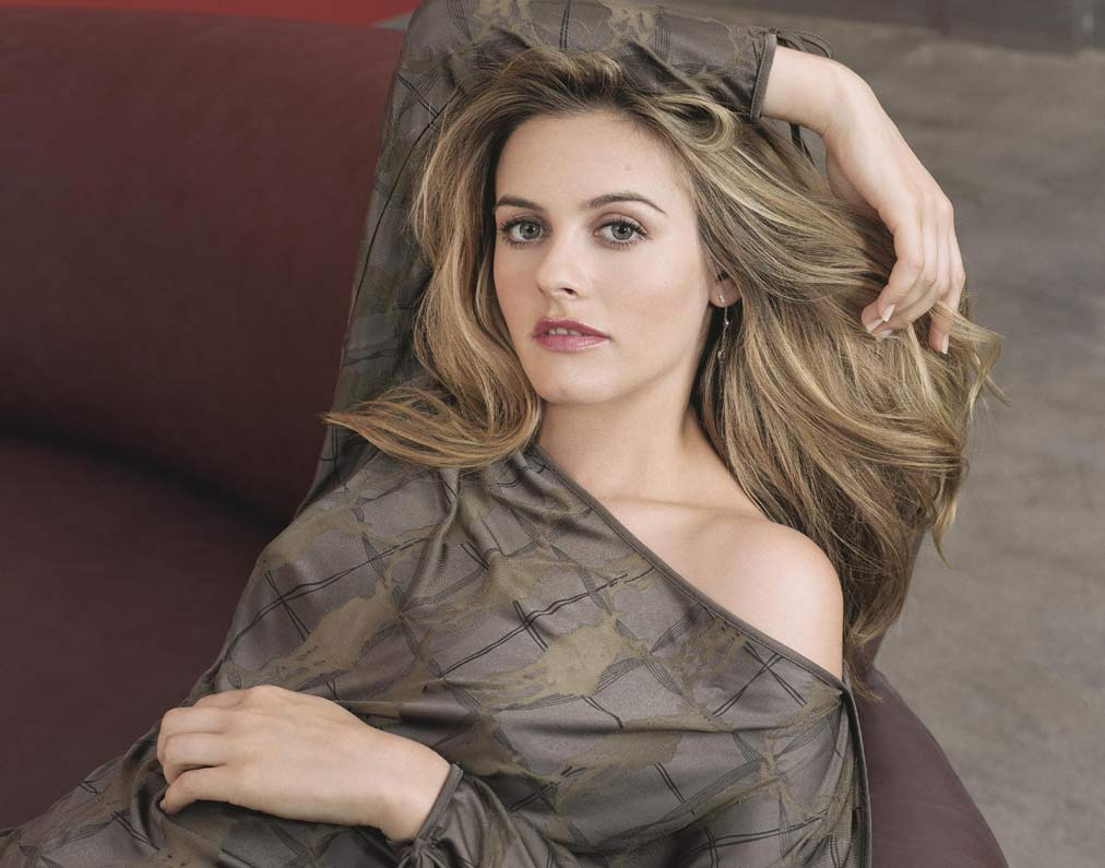 Alicia Silverstone Viewing Picture 3358jpg. 1012x795